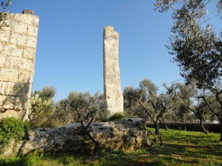 Menhir San Giovanni Malcantone Uggiano la Chiesa (ph di Lupiae da wikimedia)
