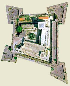 pianta del Castello Carlo v di lecce, da google www.castellolecce.unile.it
