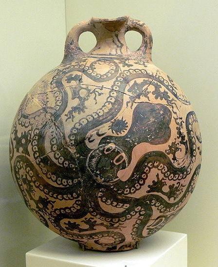 Brocchetta di Gurnià (1700-1400 a. C.), custodita nel Museo di Heraclion a Creta; immagine tratta dahttp://www.scalarchives.it/web/dettaglio_immagine.asp?idImmagine=0095090&posizione=1&numImmagini=208&SC_Luogo=Iraklion+Museum%2C+Crete+%28Island+of%29%2C+Greece&prmset=on&SC_PROV=RA&SC_Lang=eng&Sort=9&luce=.
