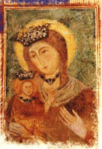 Il blocco in pietra raffigurante la Madonna di Pasano