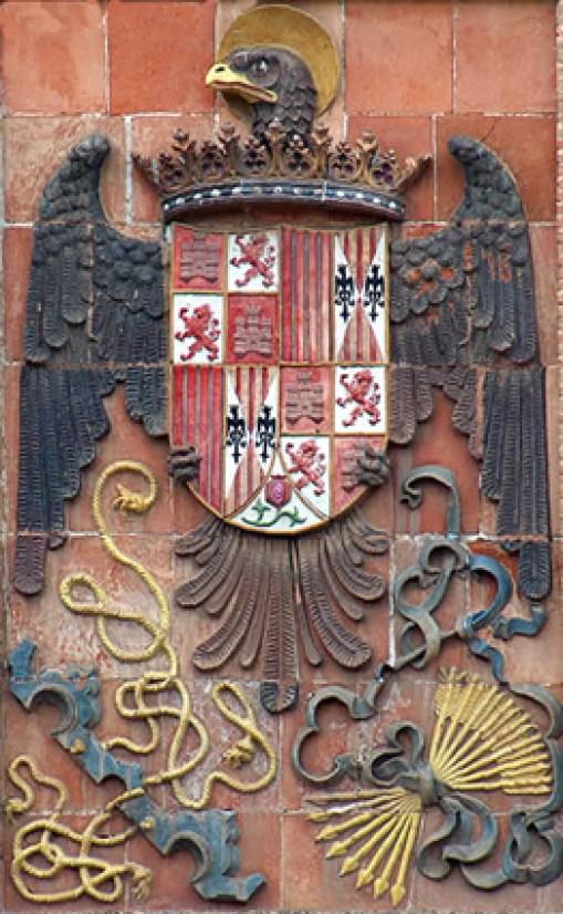 Fig. 7. Toledo, Escuela de Artes y Oficios Artísticos, facciata, particolare dello stemma dei Re Cattolici con l'aquila giovannita