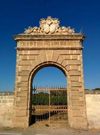 Fig. 1 - Oria, contrada S. Cosimo, ingresso della tenuta Martini-Carissimo