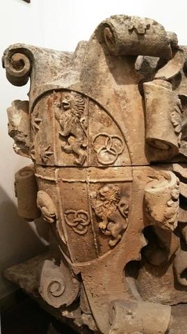 Uno stemma coniugale nella biblioteca di Manduria