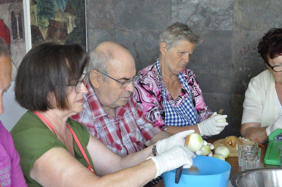 smacznie i zdrowo - Smacznie i zdrowo, czyli seniorzy gotują
