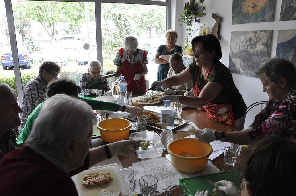 smacznie i zdrowo1 - Smacznie i zdrowo, czyli seniorzy gotują