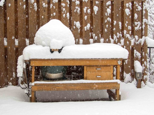 Big Green Egg in Snow