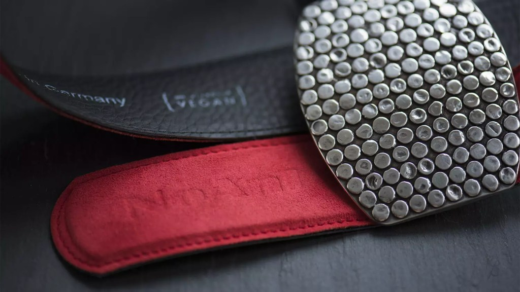 Noani produces beautiful vegan belts made of eukalyptus fiber