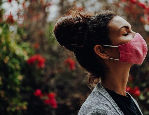 Masken werden uns wahrscheinlich noch eine Weile begleiten – weitere Masken von Laura findest Du bei ihr auf Instagram