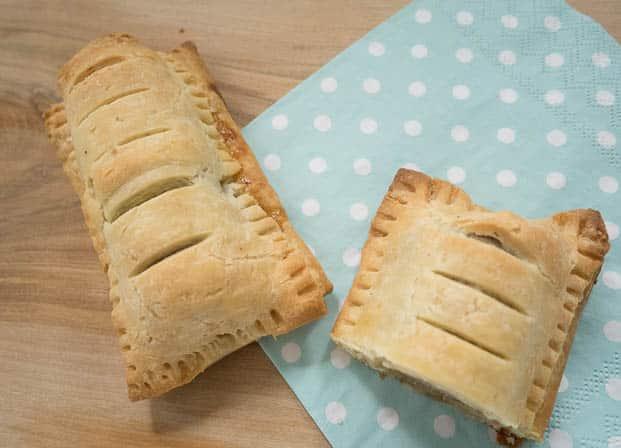 Glutenvrije frikandelbroodjes | Foodaholic.nl