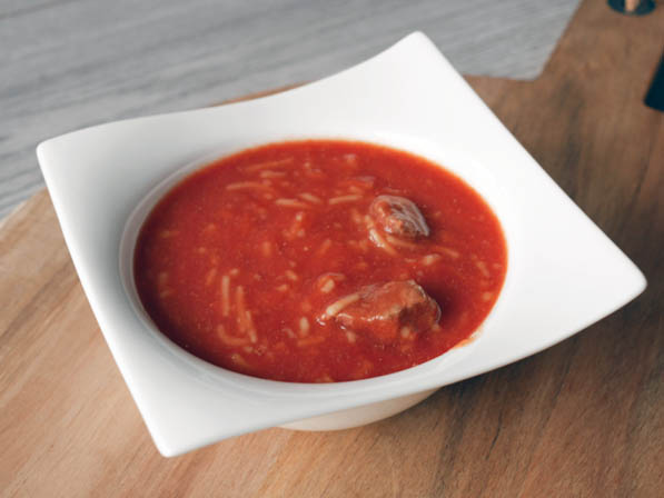 Tomatensoep met balletjes | Foodaholic.nl
