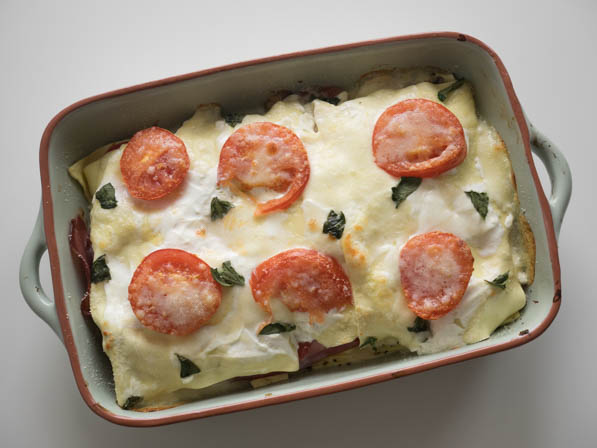 Lasagne met mozzarella, tomaat en parmaham | Foodaholic.nl