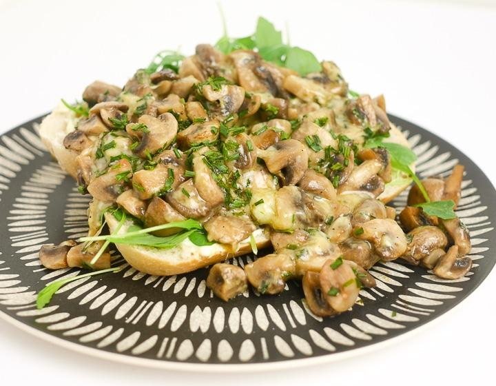 Broodje champignons met kaas   Foodaholic.nl