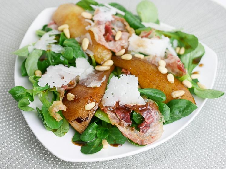 Salade met pancetta, peer en manchego | Foodaholic.nl