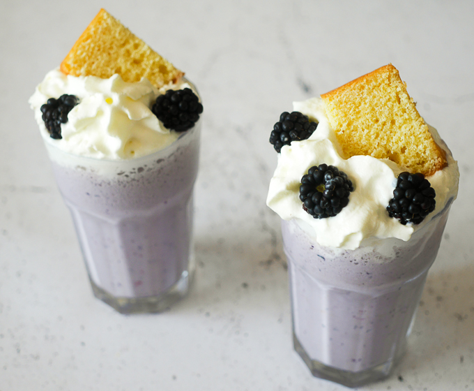 Zomerse bosvruchten cheesecake milkshake | Foodaholic.nl