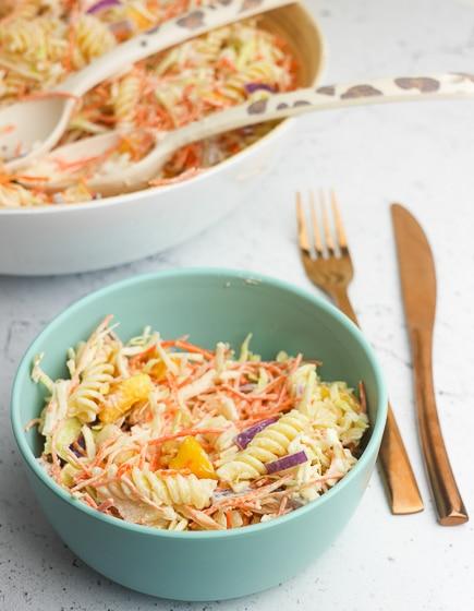 Pastasalade met perzik | Foodaholic.nl