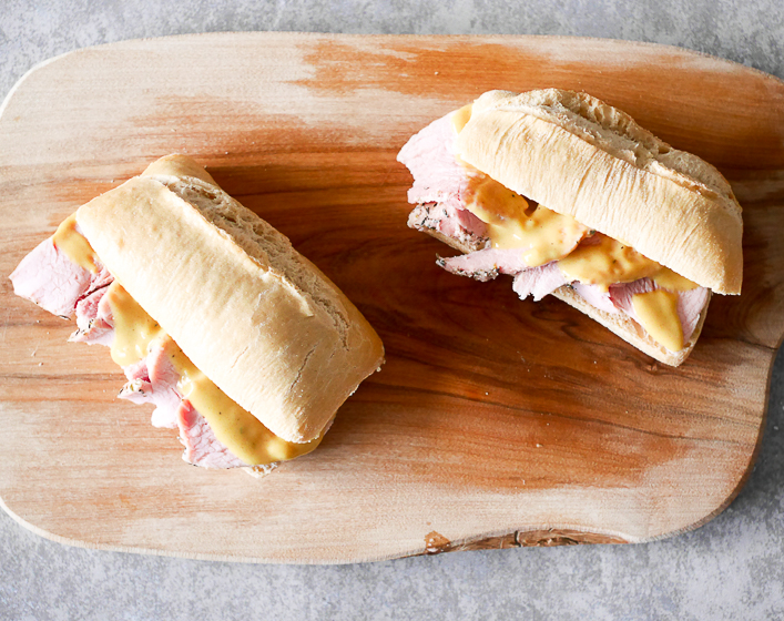 broodje warme beenham met honing- mosterdsaus | Foodaholic.nl