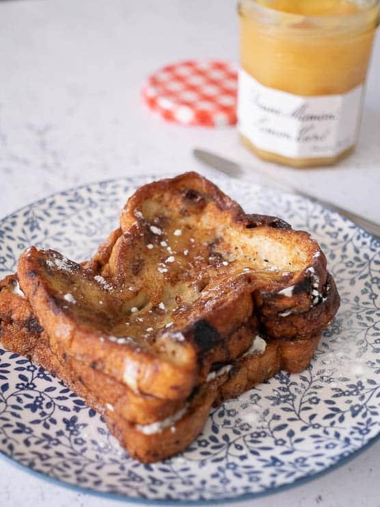 Wentelteefjes van rozijnenbrood met lemoncurd en mascarpone | Foodhaolic.nll