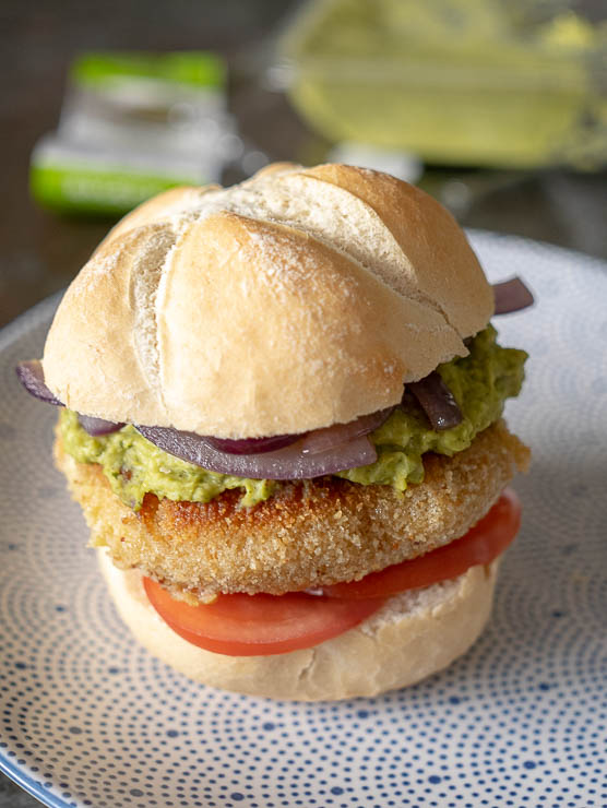 Broodje kaasburger met groentespread | Foodaholic.nl