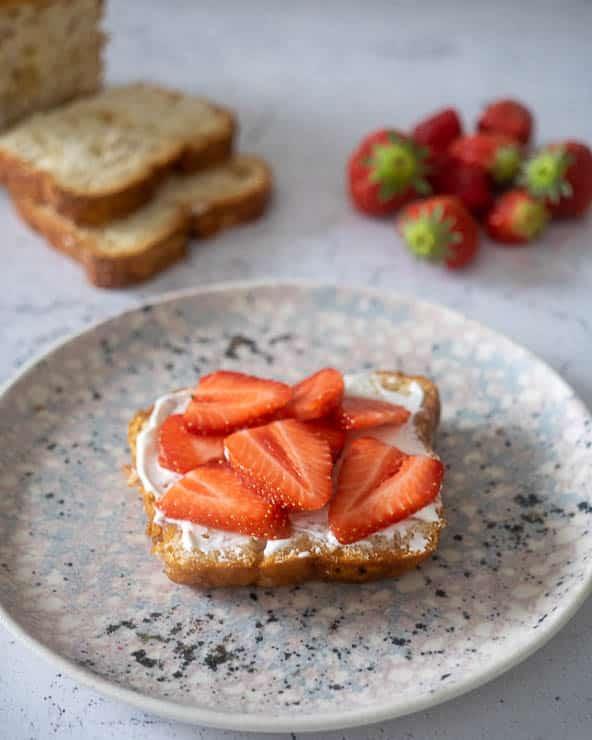 Suikerbrood met mascarpone en aardbeien | Foodaholic.nl