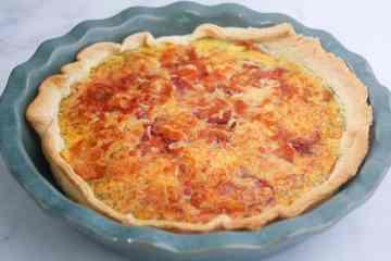 Quiche met serranoham, ui, champignons en mozzarella | Foodaholic.nl