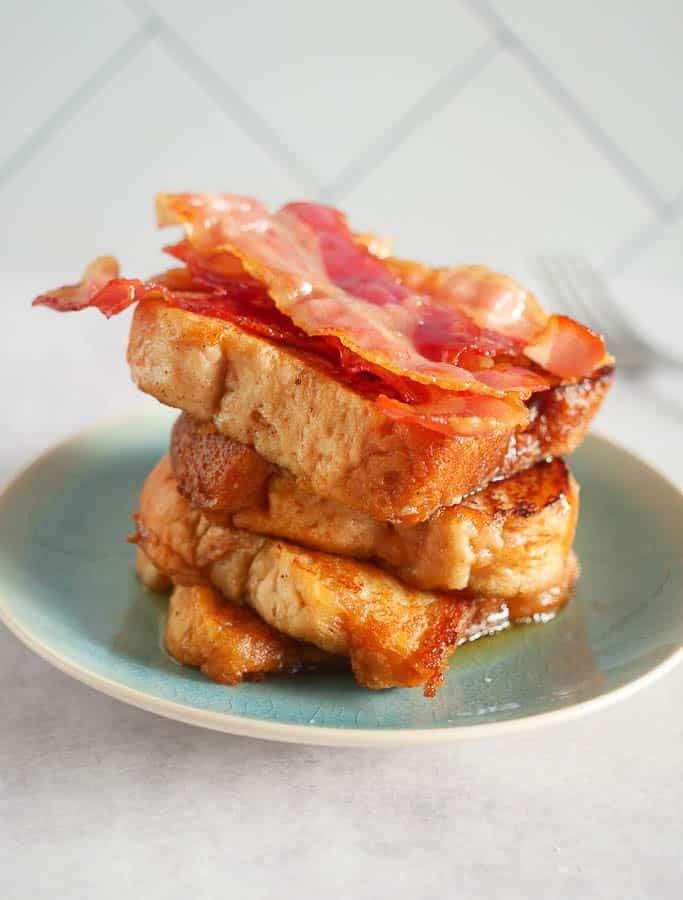 Wentelteefjes van suikerbrood met bacon   Foodaholic.nl