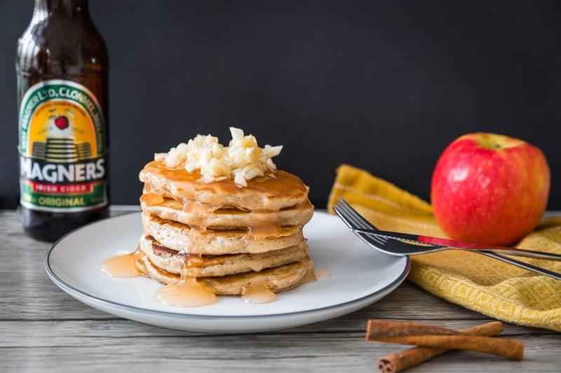 Pancakes met appel en cidersiroop