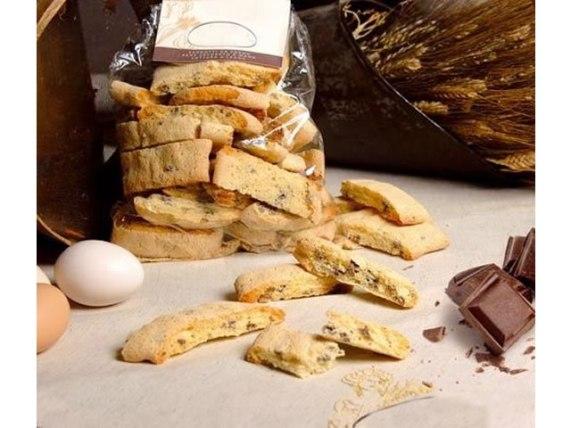 cantucci con gocce di cioccolato fondente cioccolato fondente forno sorelle palese basilicata lucania