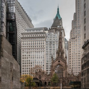 Blick auf die Trinity Church in Lower Manhattan.
