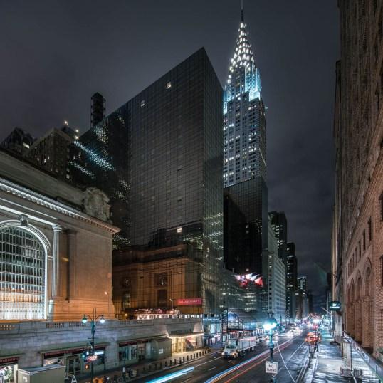 Blick auf die Grand Central Station in New York und die umliegenden Straßen.