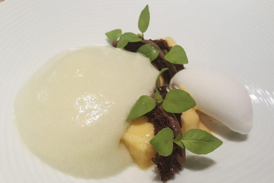 Keffir sorbet, passionfruit, mint and anise foam Espai Sucre