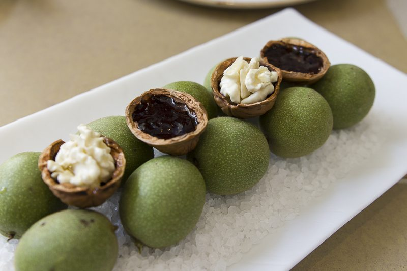 Young walnuts with ratafia Disfrutar