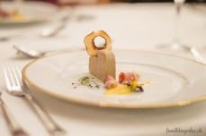 Terina z foie gras s údenými kačacími prsiami a hruškovým chutney