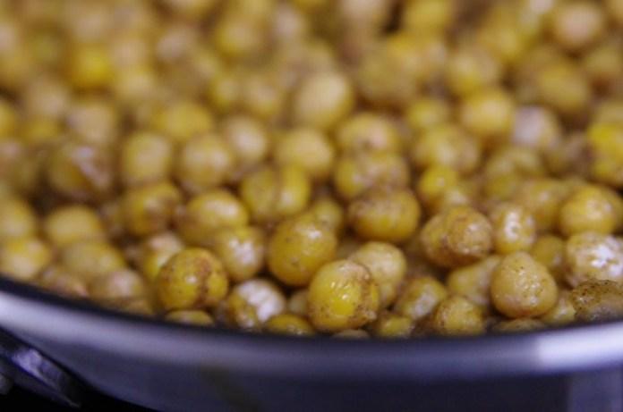 Lemon-Garlic Chickpea Spread