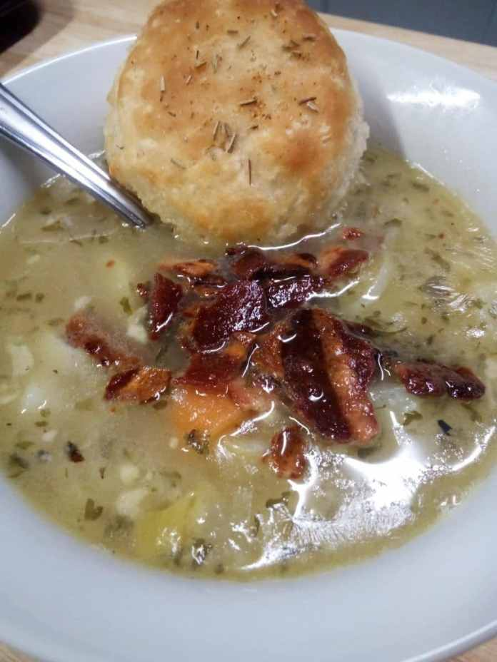 Leeks and potatoes soup with garlic, rosemary biscuits