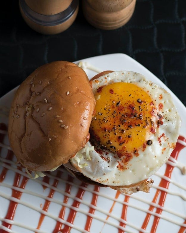 Cheesy Bacon Burger with Fried Egg
