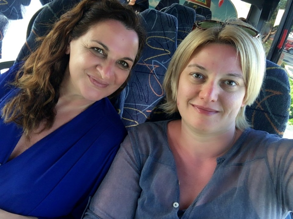 Due viaggiatrici: Moira e Raffaella sedute sul bus - direzione Key West