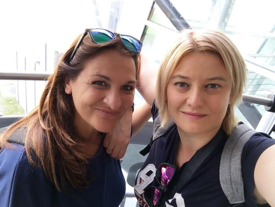 Raffaella e Moira sulla skyway montebianco, viaggio fai da te