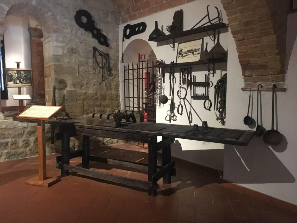 il tavolo di stiramento - museo della tortura di volterra
