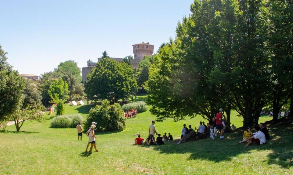 il castello sullo sfondo