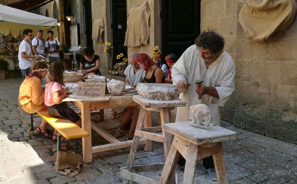laboratorio di scultura a volterra