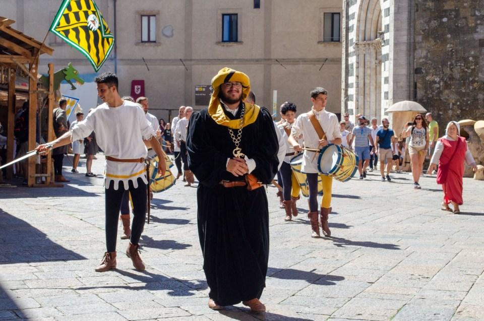sfilata cittadina | Volterra 1398