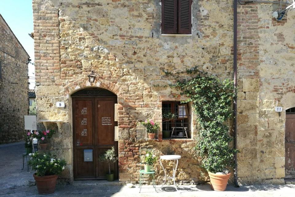 particolare casa a Monteriggioni