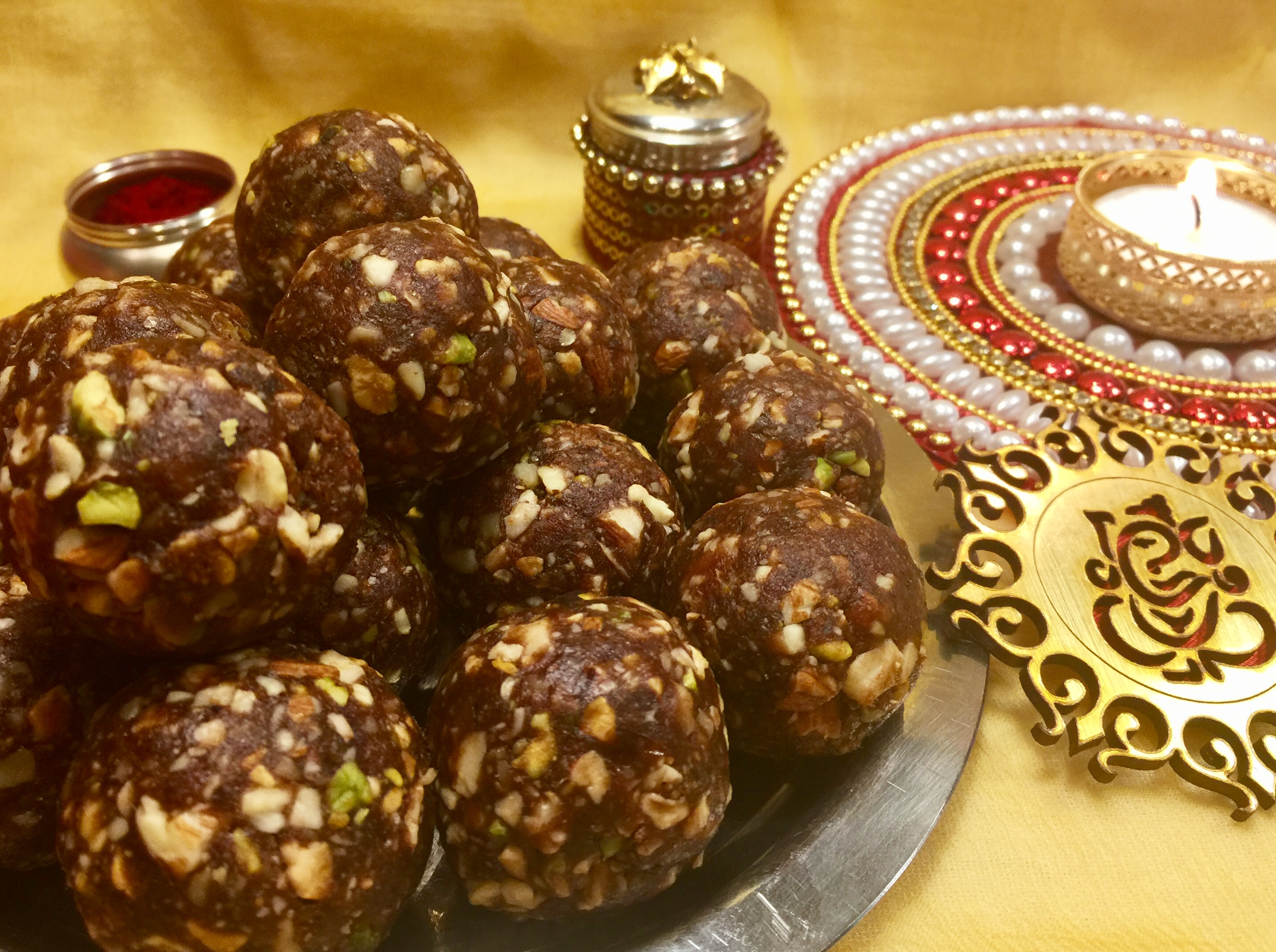 Chocolate,Dates and Nut Laddoo