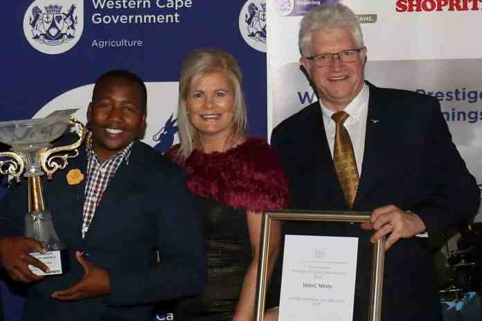 Isaac Ntoto, the 2018 Western Cape Prestige Agri Worker of the Year, receives his award from Western Cape MEC's Beverley Schäfer and Alan Winde. The competition recognises the Western Cape's agricultural workforce.
