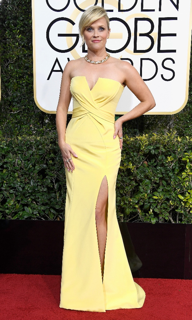 Reese Witherspoon in yellow at 2017 Golden Globe Awards