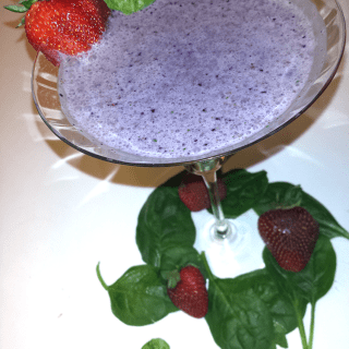 Berry Yogurt and Spinach Smoothie