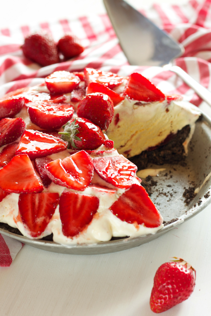strawberry-cheesecake-ice-cream-pie-2 Strawberry Cheesecake Ice Cream Pie
