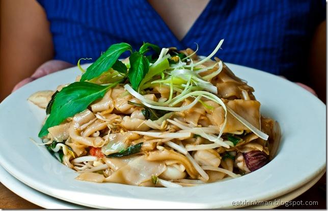 eatdrinkman-seafood-thai-noodles