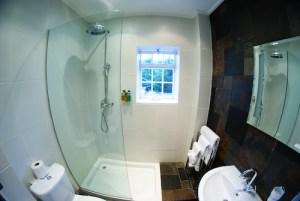 Sun Inn bathroom shower