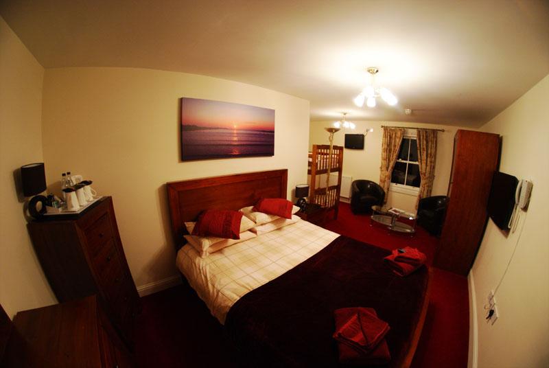 Elphinstone Hotel bedroom 1